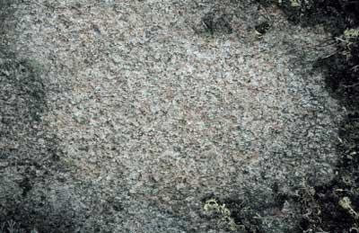 Lähikuva kiteisestä graniittikalliosta