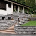 Pihoihin panostetaan vuosi vuodelta enemmän. Kuvassa sokkeleiden ja muurien verhoilussa graniittinen verhouskivi, ja portaat on tehty Taivassalon punaisesta graniitista.